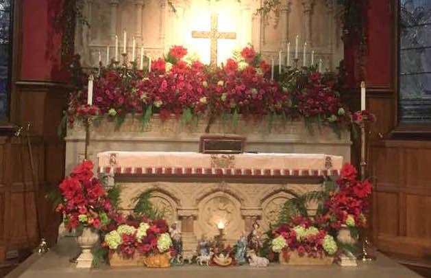 all-saints-altar-christmas