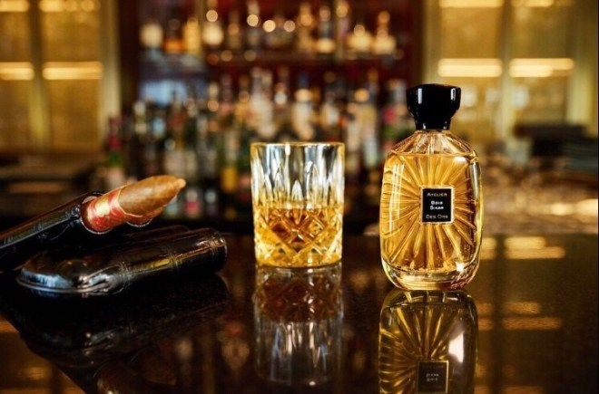 Bois Sikar eau de parfum by Atelier des Ors, with whisky and cigar