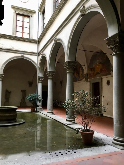 Courtyard leading to Aquaflor Firenze